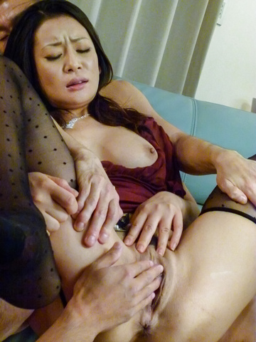 Rei Kitajima - 丰满的熟女性交的两个家伙和被迫吞下 - 图片 12