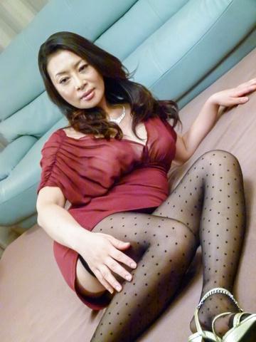 Rei Kitajima - 丰满的熟女性交的两个家伙和被迫吞下 - 图片 1