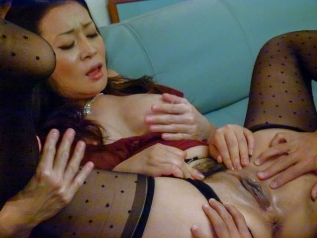 Rei Kitajima - 丰满的熟女性交的两个家伙和被迫吞下 - 图片 8