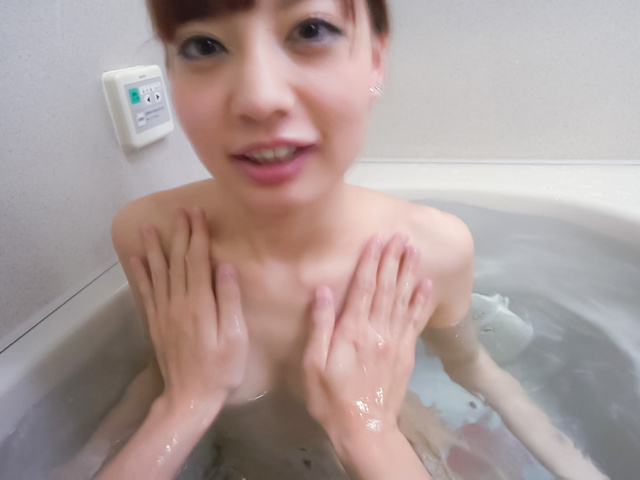 Yuria Mano - Amateur beauty superb Asian blow job in the tub - Picture 2