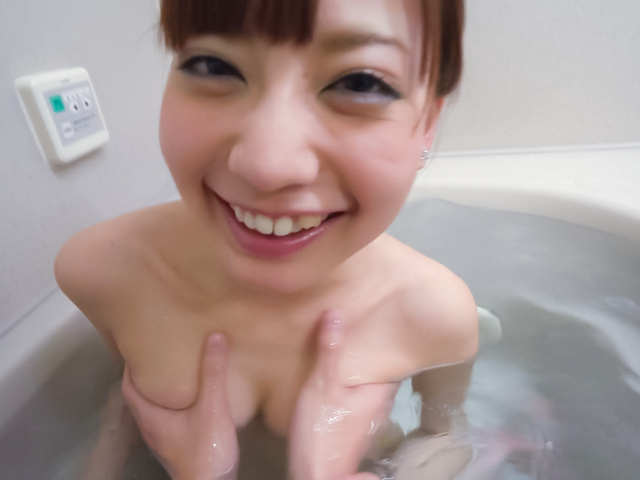 Yuria Mano - Amateur beauty superb Asian blow job in the tub - Picture 5
