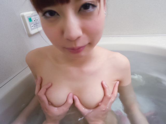 Yuria Mano - Amateur beauty superb Asian blow job in the tub - Picture 6