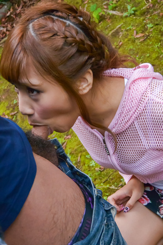Anna Anjo - SexyAnna Anjo gives Japanese blowjob in outdoor - Picture 2