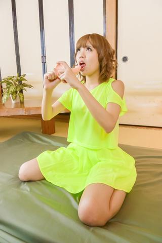 Kana Aono - 假名胡风使用日本的假阳具,使自己暨 - 图片 7