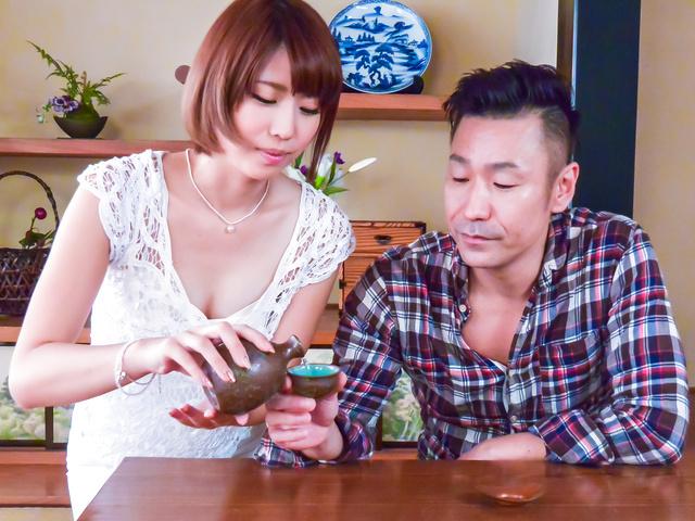 松岡聖羅 - パイパン美女松岡聖羅~肉体接待フェラ - Picture 1