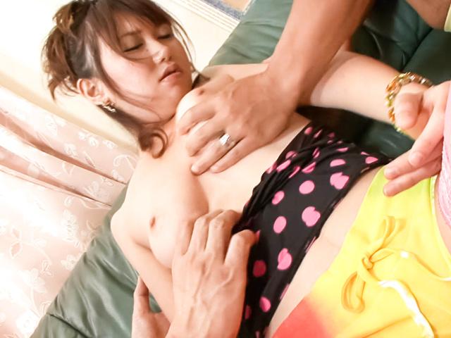 Naho Kojima - Teen Naho Kojima Gives an asian school girl blowjob - Picture 2