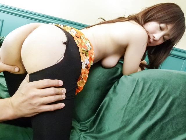 Yuwa Tokona - 角质熟女友和 Tokona 爱给亚洲打击工作之前她性交 - 图片 3