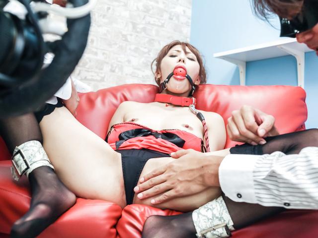 Азиатка любит извращенный секс