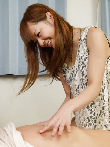 Anri Sonozaki - Slim Anri Sonozaki gives top asian blow job - Picture 1