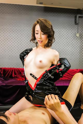 Aya Kisaki - 基萨基绫热讶异饼亚洲色情表演 - 图片 5
