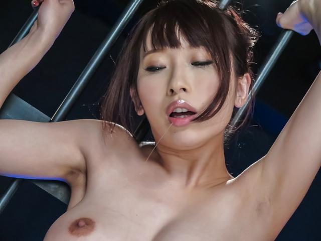 美咲結衣 - 生ハメ爆乳ギャル~ごめんなさい大放尿 - Picture 12