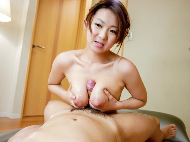 Marin Koyanagi - 胸大热摩提供温暖的亚洲口交 - 图片 12