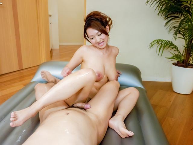 Marin Koyanagi - 胸大热摩提供温暖的亚洲口交 - 图片 8