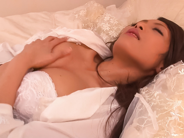 Aoi Miyama - Asian amateur plays with her pussy in sensual solo - Picture 1