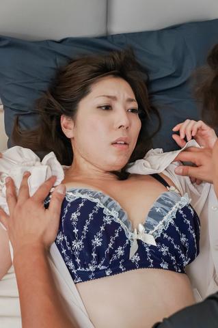 横山みれい - 爆乳美熟女誘惑~痴女フェラ&中出し - Picture 5
