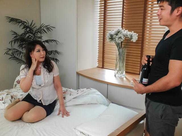 Hinata Komine - Asian anal hardcore with bustyHinata Komine - Picture 1