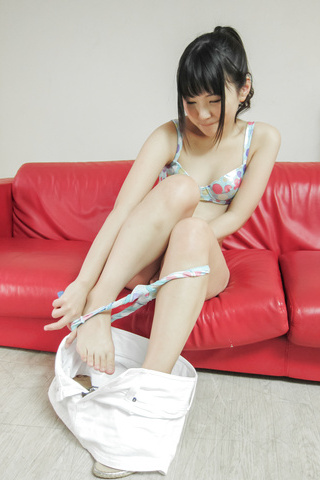 Tsuna Kimura - Tsuna Kimura has vibrator young asian sex with a friend - Picture 4