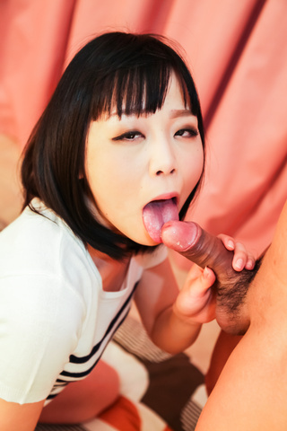 Nozomi Yui - Amateur girl in heats kneels to suck cock  - Picture 4