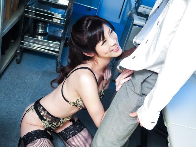 Sara Yurikawa - SLim Sara Yurikawa provides amazing Asian blowjobs - Picture 1