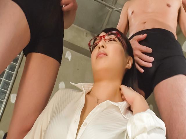 桜井心菜 - セクシー熟女~連続顔射ぶっかけ! - Picture 2