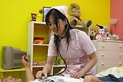 Rio Nakamura - 中村りお、ナース姿でエロ治療法。興奮した患者さんのあれを。。 - Picture 9