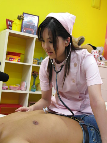 仲村りお - 中村りお、ナース姿でエロ治療法。興奮した患者さんのあれを。。 - Picture 11