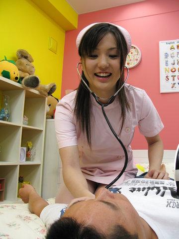 仲村りお - 中村りお、ナース姿でエロ治療法。興奮した患者さんのあれを。。 - Picture 8