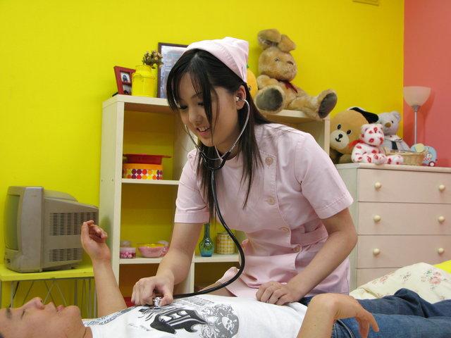 仲村りお - 中村りお、ナース姿でエロ治療法。興奮した患者さんのあれを。。 - Picture 9