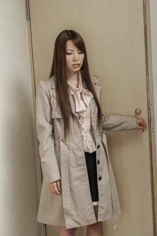 Yui Hatano - Yui 波多野爱给亚洲口交和骑他 - 图片 1