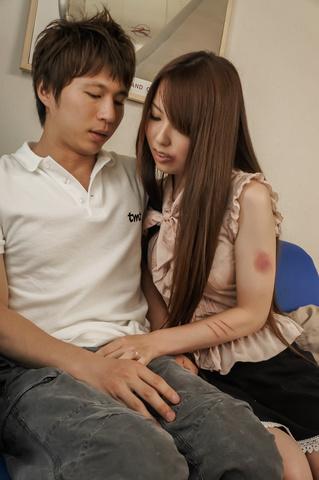 Yui Hatano - Yui 波多野爱给亚洲口交和骑他 - 图片 3