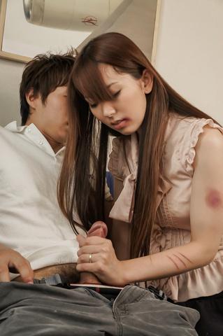Yui Hatano - Yui 波多野爱给亚洲口交和骑他 - 图片 4