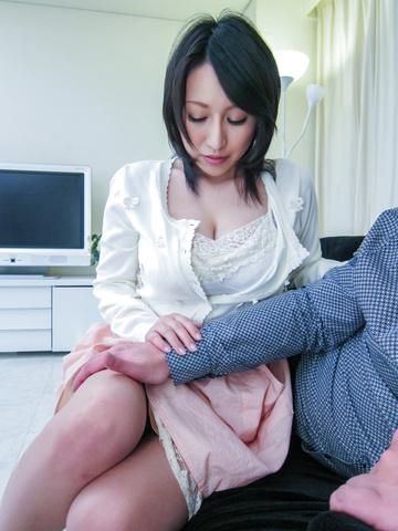 Yuuna Hoshisaki - 丰满的Yuuna Hoshisaki 给亚洲的口交和滴饼 - 图片 2