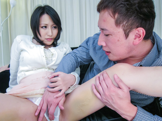 Yuuna Hoshisaki - 丰满的Yuuna Hoshisaki 给亚洲的口交和滴饼 - 图片 3