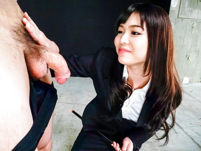 篠めぐみ - 微乳女王様篠めぐみ~グループフェラ - Picture 3