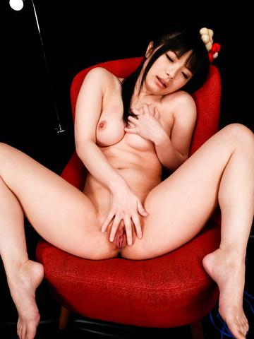 Hina Maeda - Hina Maeda licks and strokes three tools - Picture 6