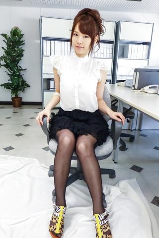 Yui Uehara - 小唯上原在精湛的日本色情独奏 - 图片 1