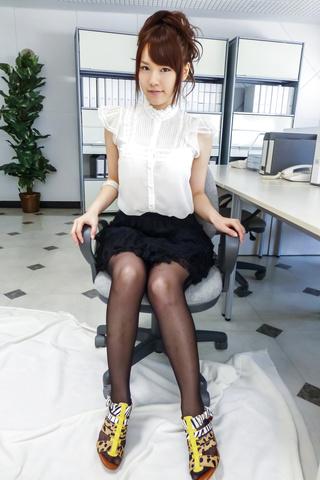 Yui Uehara - 小唯上原在精湛的日本色情独奏 - 图片 2