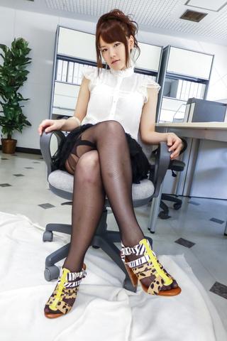 上原結衣 - 元芸能人上原結衣~誘惑ソフトコア - Picture 5