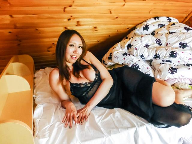 Ruka Ichinose - 大山雀 Ruka 一之濑亚洲使用振动器在热展 - 图片 9