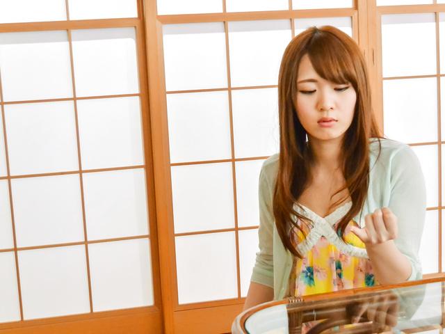 Eri Hosaka - Sweet Japanese blowjob before a good fuck - Picture 1