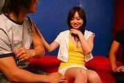 Nozomi Hazuki - フェラ&中出し3Pファック 羽月希 - Picture 2