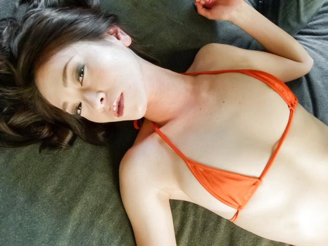 Mei Naomi - 美俄在饼亚洲色情他妈的两个家伙 - 图片 1