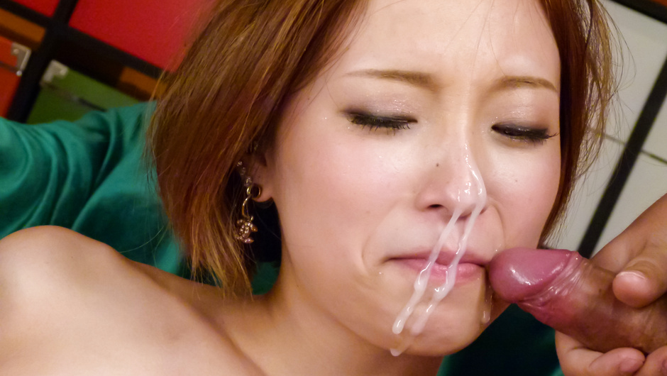 Phim Sex Ena Ouka gives a japanese blowjob to two after masturbating