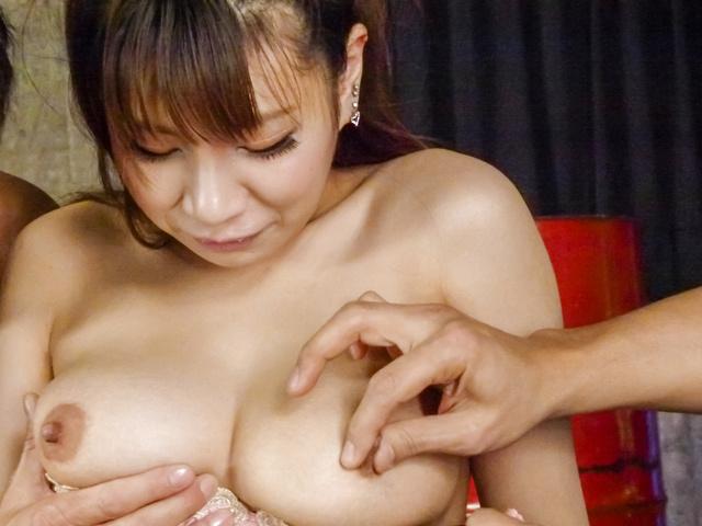 Natsuki Shino - Natsuki Shino gives an asian blow job before she's fucked and creamed - Picture 5