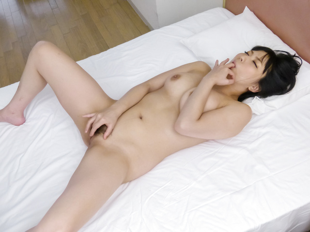 Megumi Haruka - Megumi Haruka's japanese vibrator makes her pussy purr - Picture 5