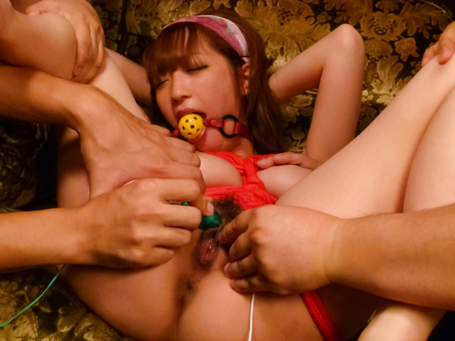Sana Anzyu - Sana Anzyu gives an asian blowjob to many while in bondage - Picture 12