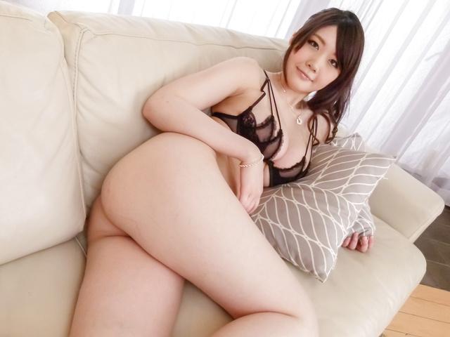 Rie Tachikawa - Busty Rie Tachikawa fucked with an asian big dildo - Picture 3