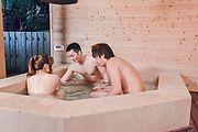 Iroha Suzumura - 野外露天風呂でムラムラ 鈴村いろは - Picture 3