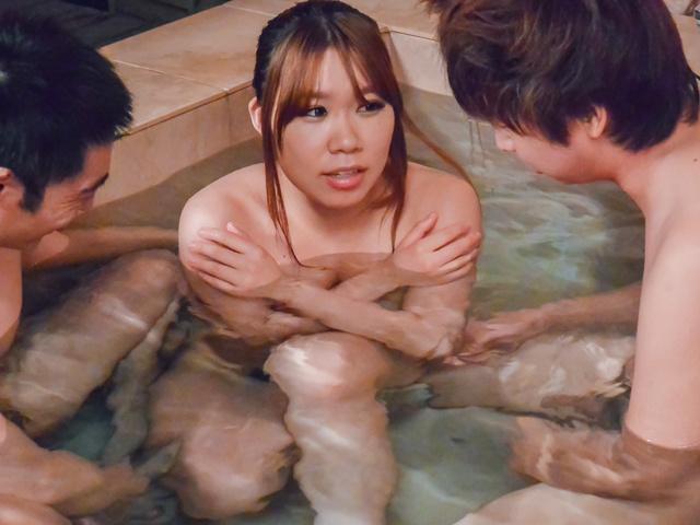 Iroha Suzumura - 亚洲口交电影沿丰满伊吕波铃村 - 图片 7
