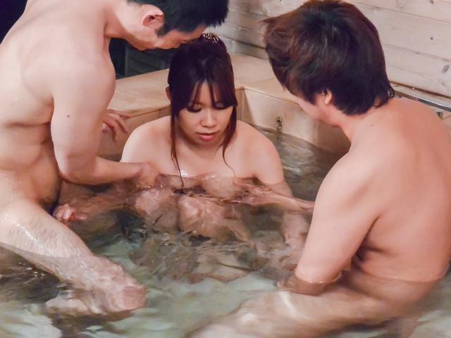 Iroha Suzumura - 亚洲口交电影沿丰满伊吕波铃村 - 图片 8